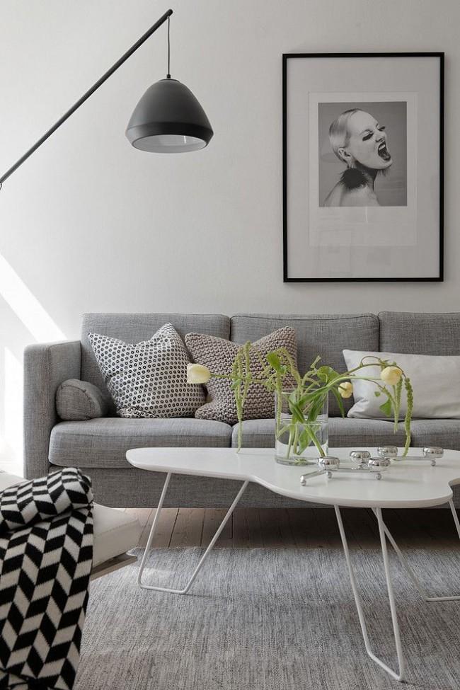 Необычный светильник и нестандартный журнальный столик украсят гостиную в стиле модерн