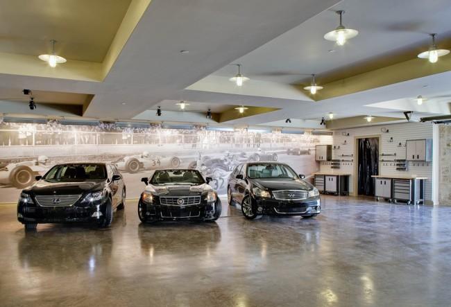 Фотообои в дизайне современного гаража