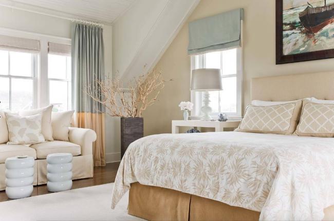 Напольные вазы могут с легкость быть интегрированы в интерьер не только зала, но и спальной комнаты