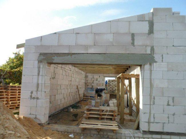 Проекты одноэтажных домов: процесс строительства дома из пеноблоков