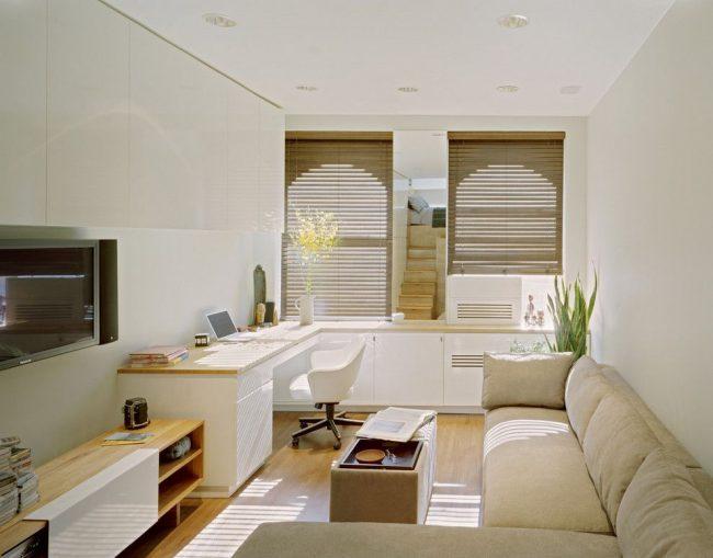 Однокомнатная квартира с мягким угловым диваном, который является и спальным местом одновременно