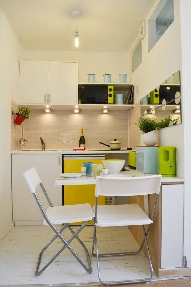 Складной стол со стульями подойдут для маленькой кухни