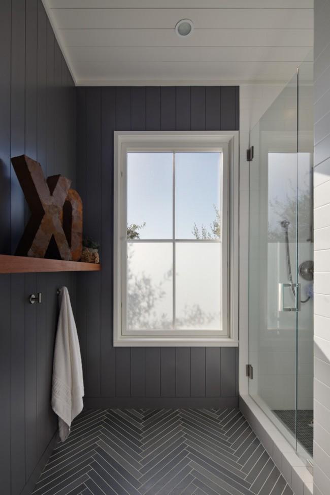 Строгий и очень стильный интерьер ванной комнаты