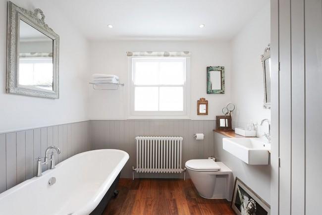Серые пластиковые панели для ванной смотрятся строго и лаконично
