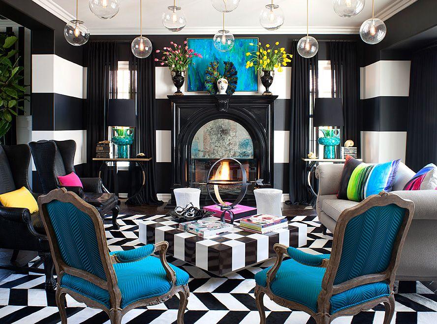 Оформление черно-белой гостиной в стиле поп-арт с яркими предметами мебели