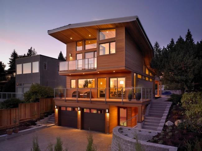 Трехэтажный каркасный дом с отделкой чистым деревом