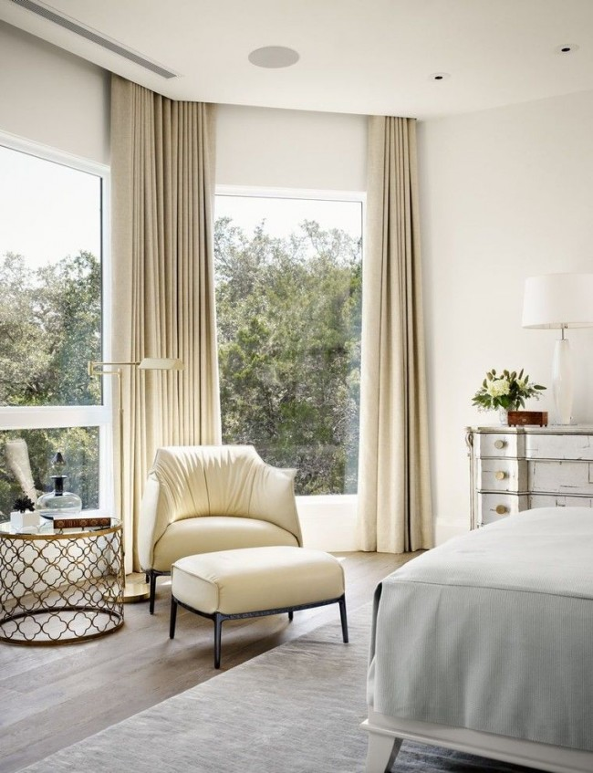 Приятный бежевый цвет штор всегда уместен для спален, особенно, если она оформлена в классическом стиле или стиле прованс