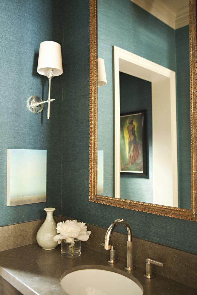 Стекло-обои в классической ванной комнате