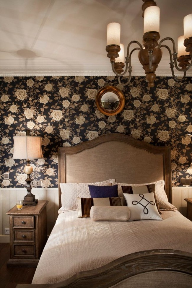Темная шелкография в классической спальне
