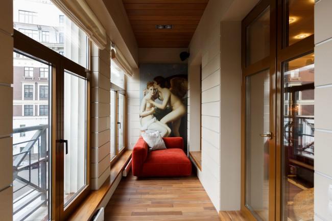 Красивый утепленный балкон в современном стиле