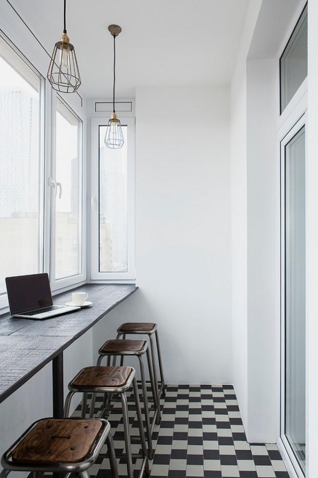 Теплый балкон с рабочим местом в стиле лофт