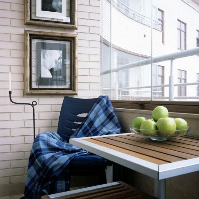 Уютный утепленный балкон станет прекрасным местом для проведения свободного времени