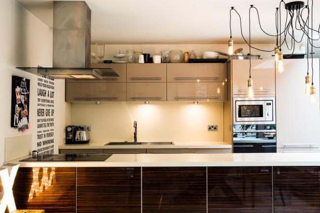 Светодиодные светильники в форме ламп Эдисона в интерьере кухни