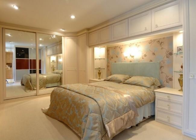 Классическая спальня с большим угловым шкафом