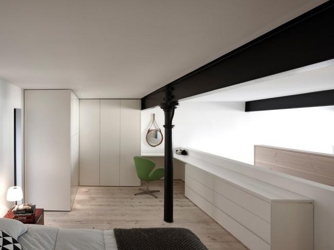 Современная спальня с угловым шкафом из светлого пластика