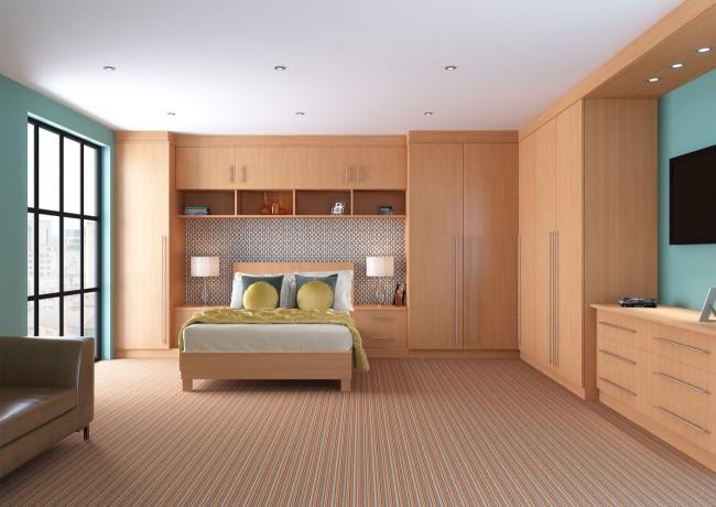 Большой угловой шкаф с нишами для кровати и телевизора