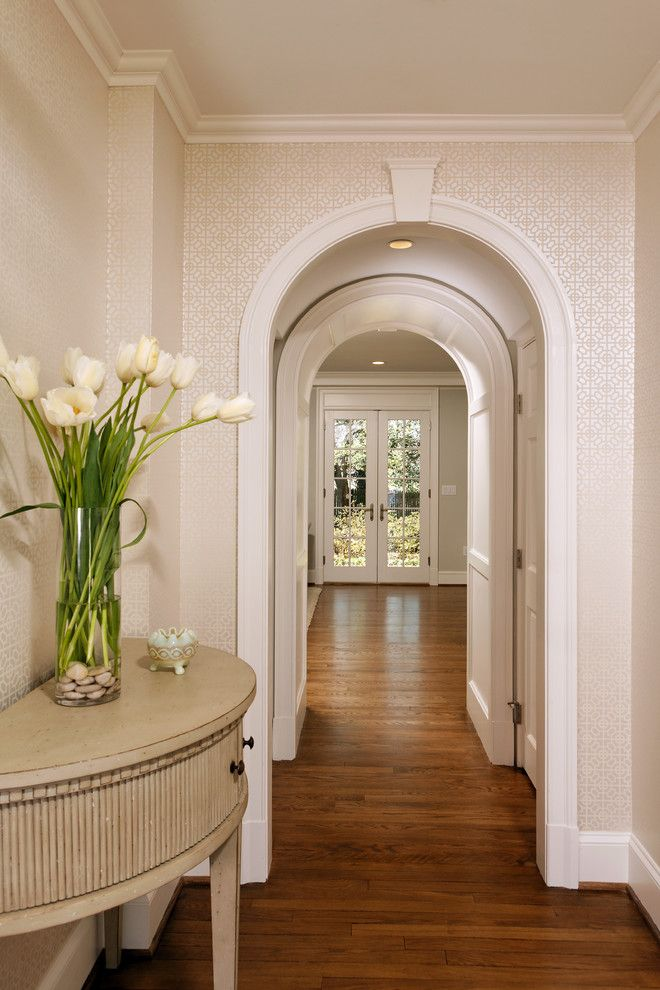 Арка арабского стиля между балконом и комнатой.