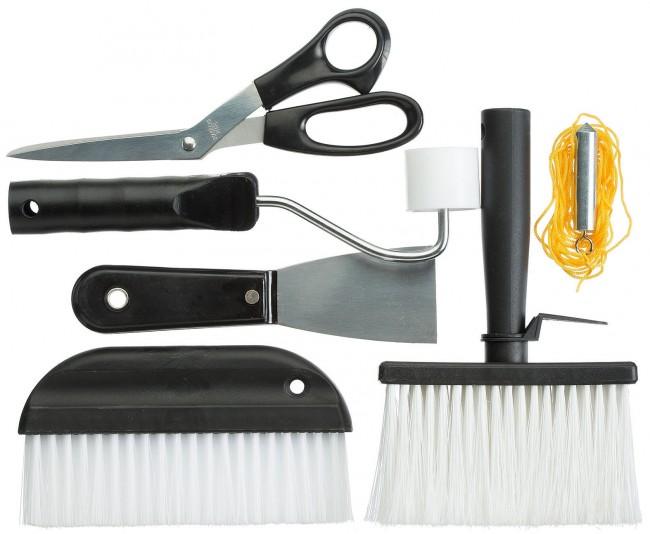 Базовый набор инструментов для оклеивания. Также понадобятся канцелярские или специальные ножи