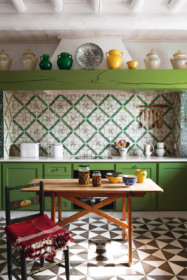 Средиземноморский стиль и кантри можно расцветить с помощью травянисто-зеленого
