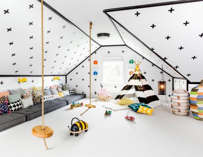 Детская с зоной для активного времяпровождения в центре комнаты и зоной отдыха под стеной