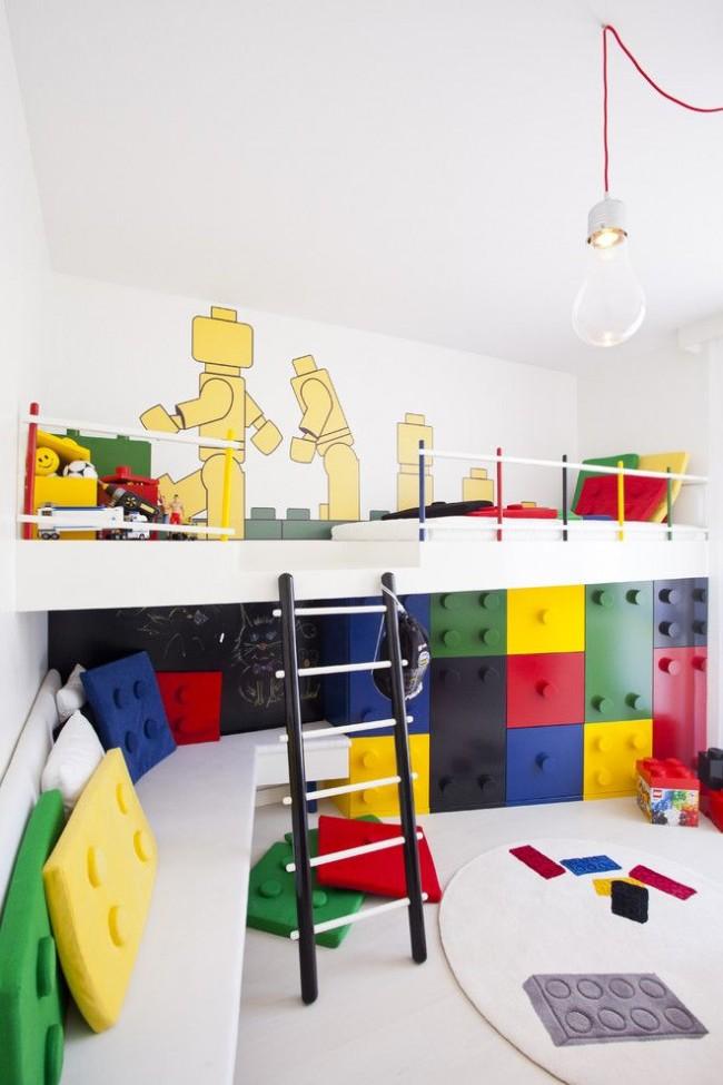 Комната для мальчиков в стиле LEGO с зонированием. Первая зона – для отдыха, вторая – зона для игры, третья – зона для хранения игрушек