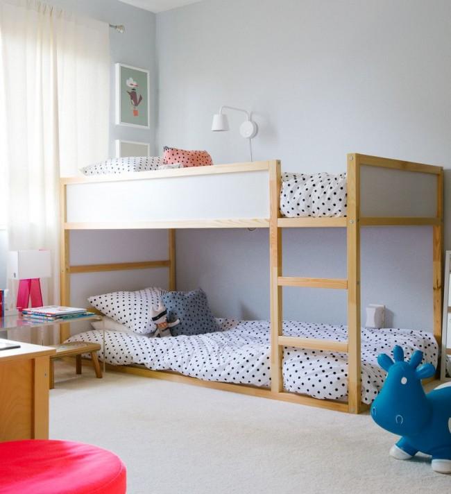 Нижний ярус кровати, находящийся на одном уровне с полом – идеальный выбор спального места для самого маленького члена семьи