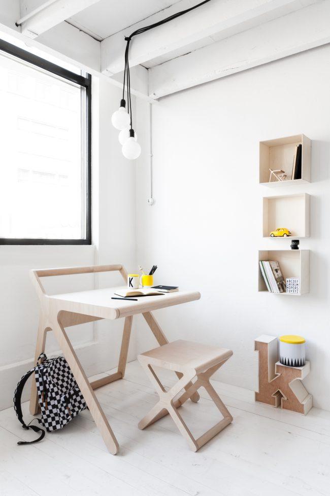 """Один из самых современных экологичных вариантов из дерева. Форма стола """"K desk"""" от голландской компании Rafa-Kids - простая, но в то же время притягивает взгляд"""