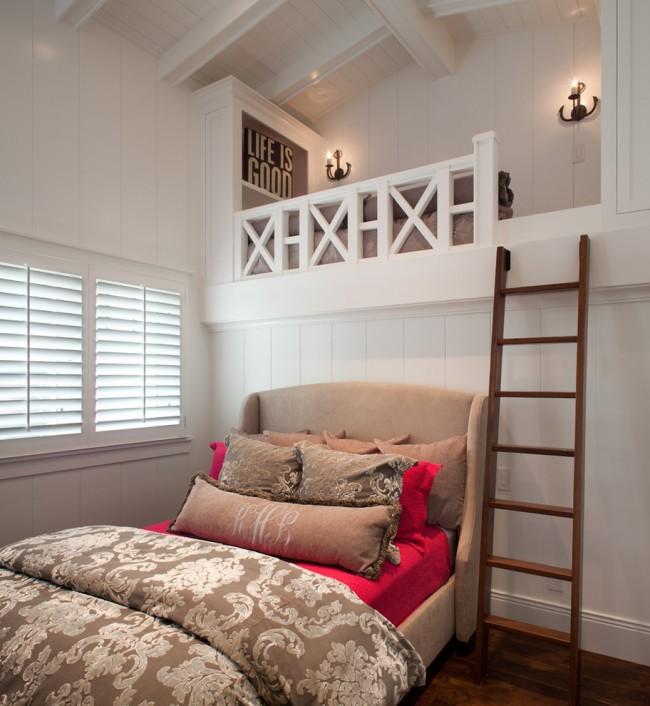 Даже на фоне белых стен можно создать уникальный, эффектный, яркий и нетривиальный дизайн спальни с помощью ярких и контрастных элементов