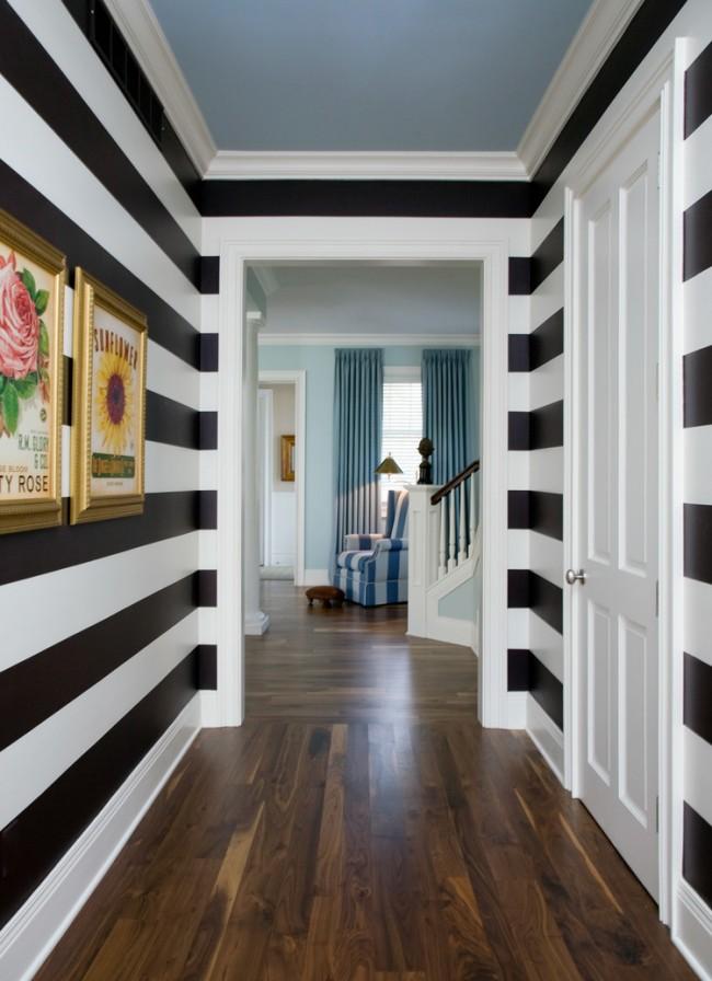 Также объединить коридор с залой можно за счет общих мотивов в интерьерах например в виде полос на стенах и в оббивке мебели