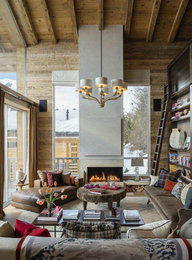 Небольшая гостиная с обилием дерева, что символизирует стиль шале