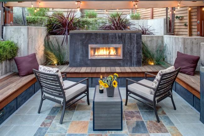 Прекрасное оформление зоны отдыха в небольшом дворе