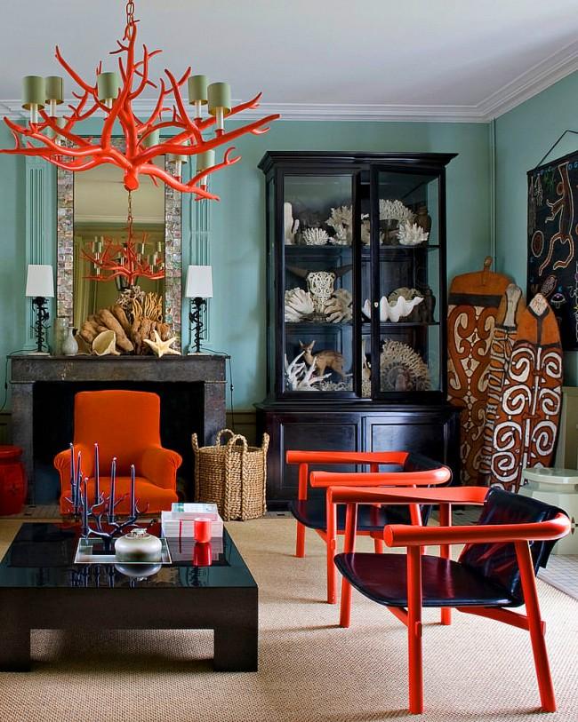 Особенный интерьер: деревянная люстра в форме коралла, лаконичная однотонная мебель, тематические аксессуары