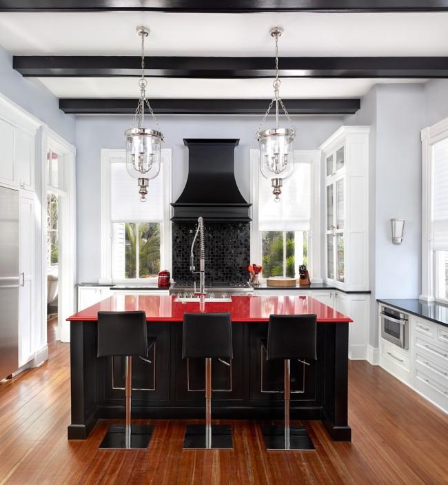 Гармоничное сочетание стилей и контрастных оттенков в одной кухне