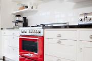 Фото 8 Кухни красного цвета: 50 самых трендовых и сочных решений для тех, кто не боится экспериментировать
