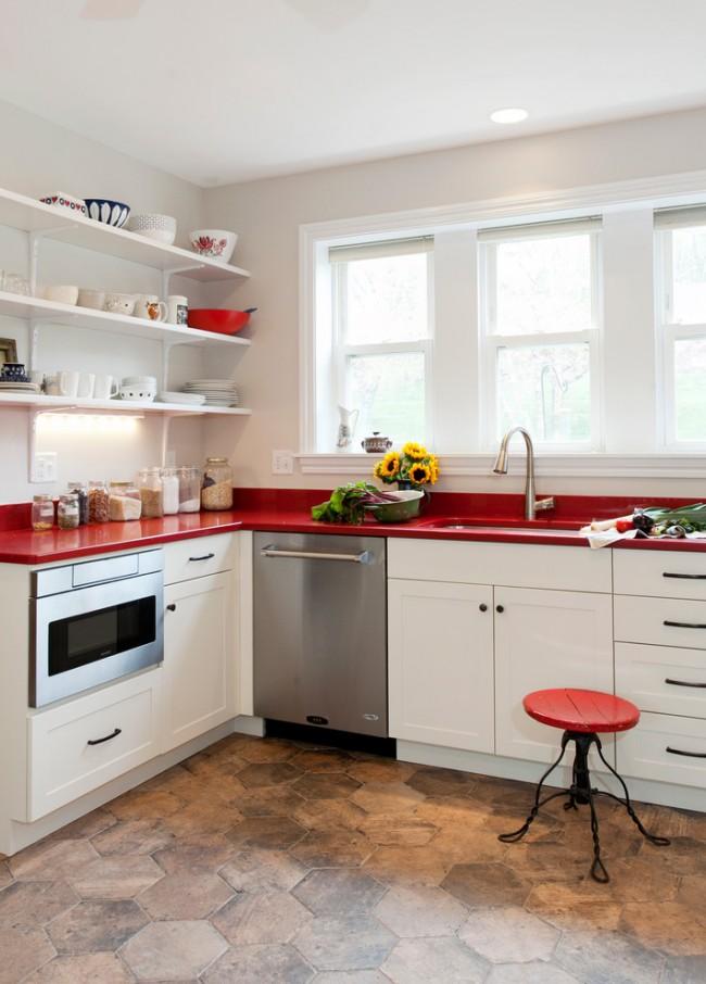 Красная столешница для небольшого помещения под кухню