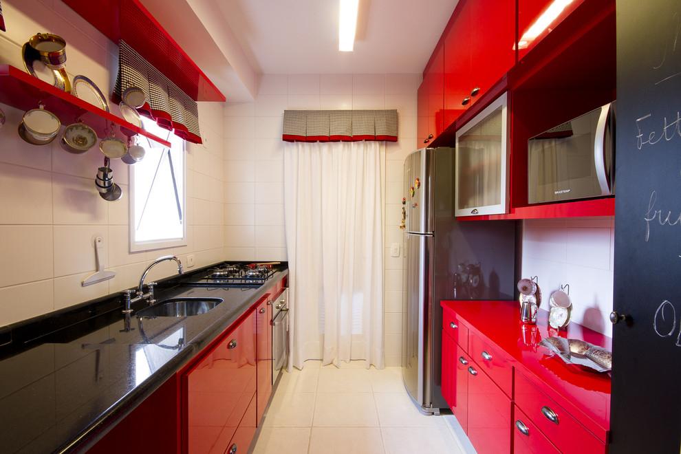 Кухни в сочетании красно белой