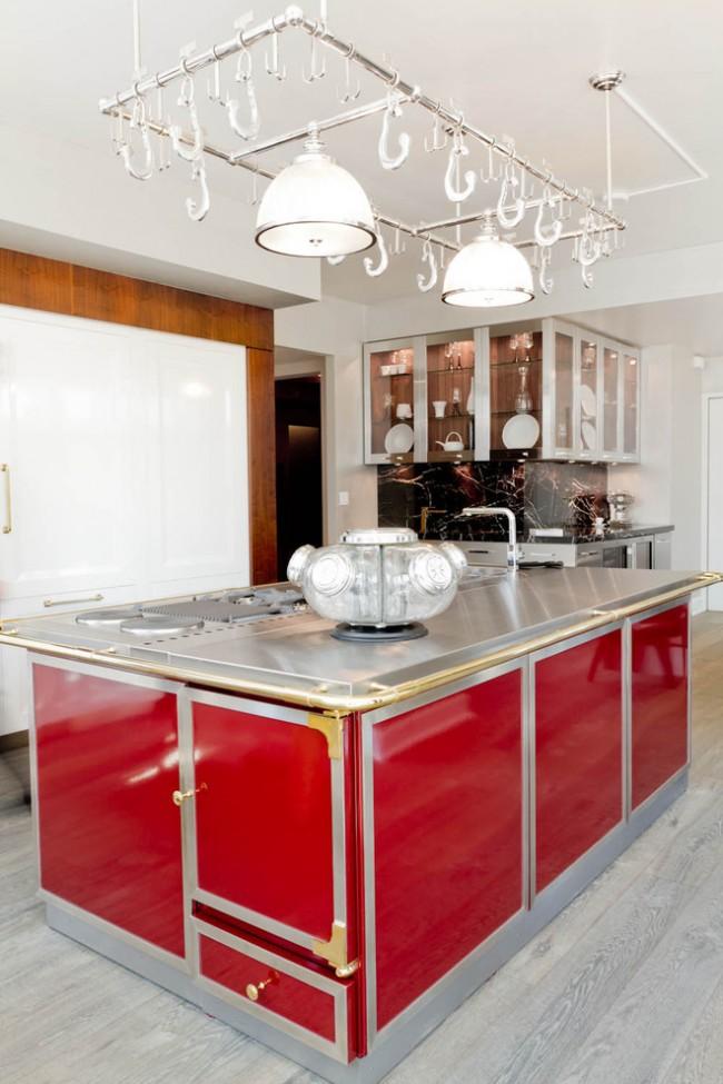 Образец богатства и роскоши - старинная классическая кухня