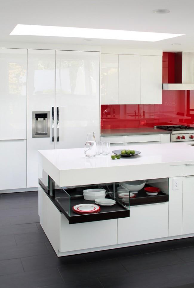Красный фартук на кухне в стиле хай тек