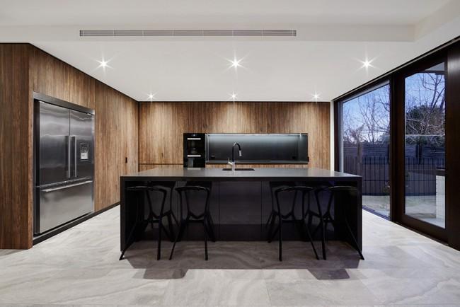 Ультрасовременная кухня с использованием последних тенденций стиля и моды