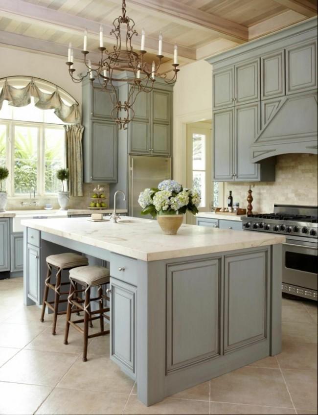 Патинирование мебели в классической кухне
