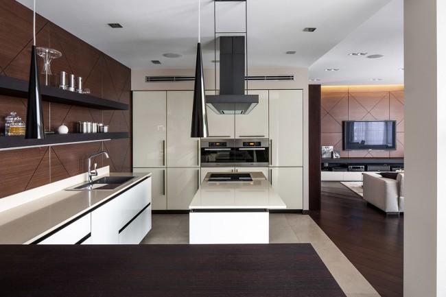 Незамысловатая кухня венге без излишеств в интерьере