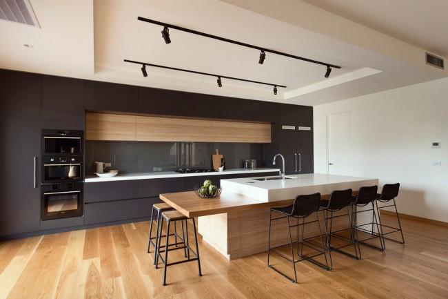 Для кухни в стиле модерн оптимальным вариантом станут холодно-теплые сочетания, выразительны оттенки доминирующего цвета и темно-светлая контрастность