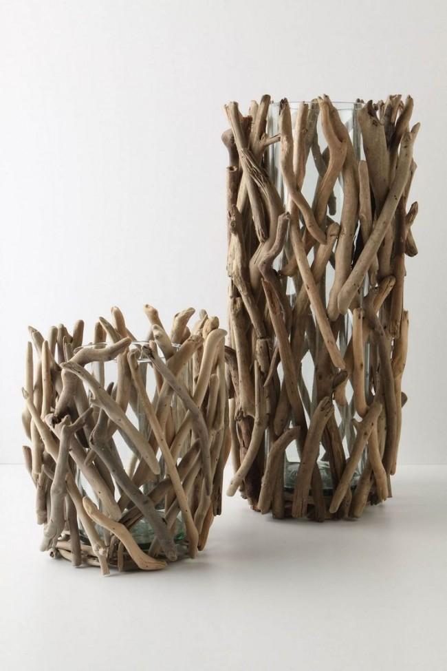 Обычные стеклянные вазы, просто оклеенные сухими ветками, будут выглядеть довольно интересно