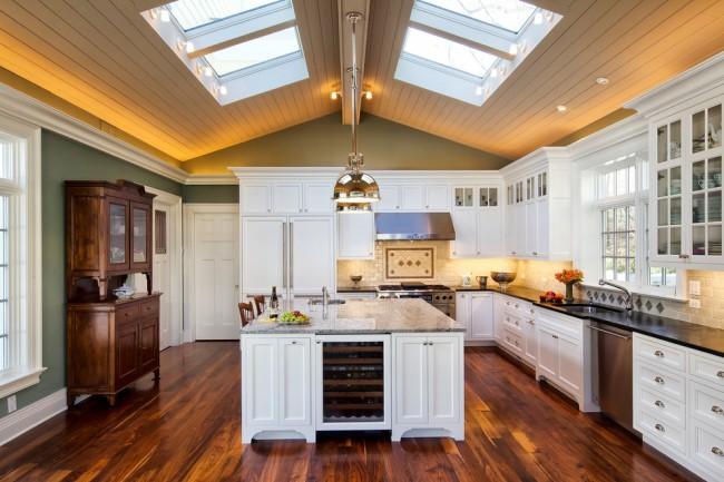 Неоклассический кухонный гарнитур очень схож с традиционным, однако здесь допустимы неординарные сочетания
