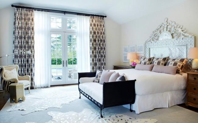 Отражающееся изголовье кровати расширит пространство и сделает интерьер более легким и воздушным