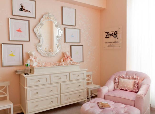 Нежная пастельная персиково-розовая гамма станет отличным фоном для детской комнаты и при этом не будет утомлять глаза ребенка