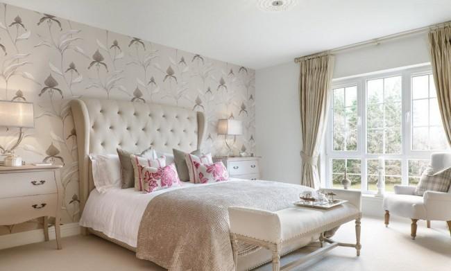 Светлые тона сделают небольшую спальню визуально больше