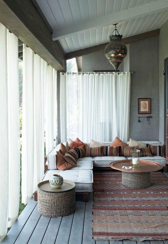 Восточный стиль в интерьере обладает особым магнетизмом, благодаря которому интерьер выглядит по-настоящему сказочно и ярко