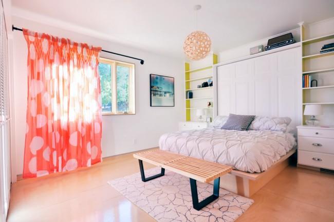 Спальня в доме - особенное место, здесь мы спим, отдыхаем и перебываем наедине со своими мыслями, поэтому важно подобрать обстановку и выбрать правильный дизайн штор для комнаты