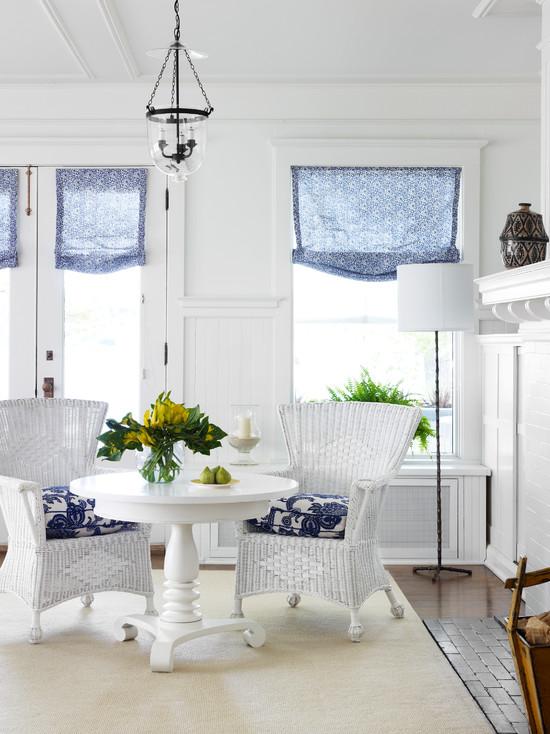 Отличным дизайнерским решением для загородного дома станут римские шторы